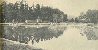 Basen kąpielowy w Lipnie. Skocznia, przebieralnia i zjeżdżalnia. Fotografia z 1934 roku - zdjęcie udostępnił M. Woźniak