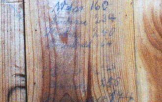 Napisy pozostawione na ścianie w dawnej przebieralni na basenie w Lipnie. Fot. 2000 - zdjęcie udostępnił M. Woźniak